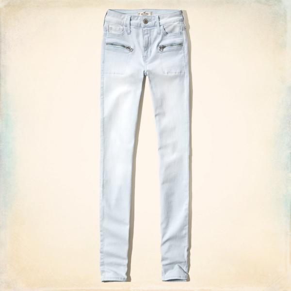 Светлые джинсы с карманами на змейке