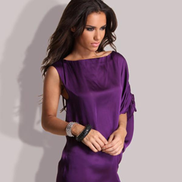 Свободный крой платья фиолетового цвета