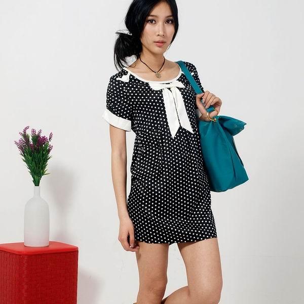Удобное короткое молодежное платье в горошек