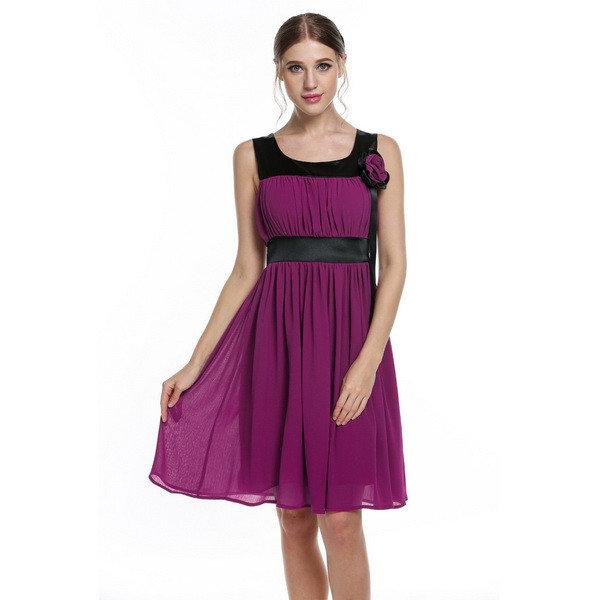 Женское фиолетовое платье до колен