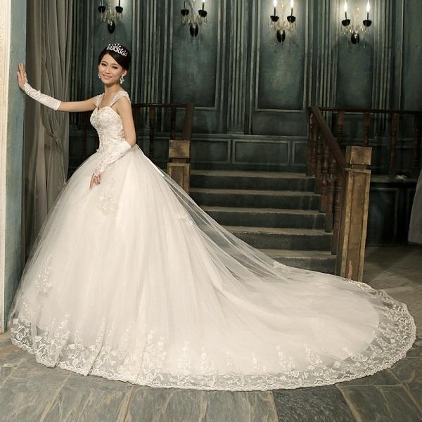 Фото длинного платья со шлейфом