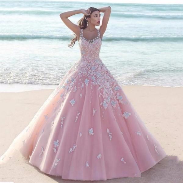 Пудровый цвет платья