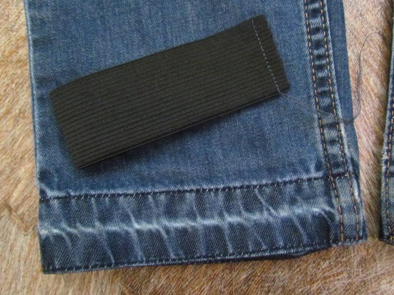 Стачиваем каждую полосу джинсов