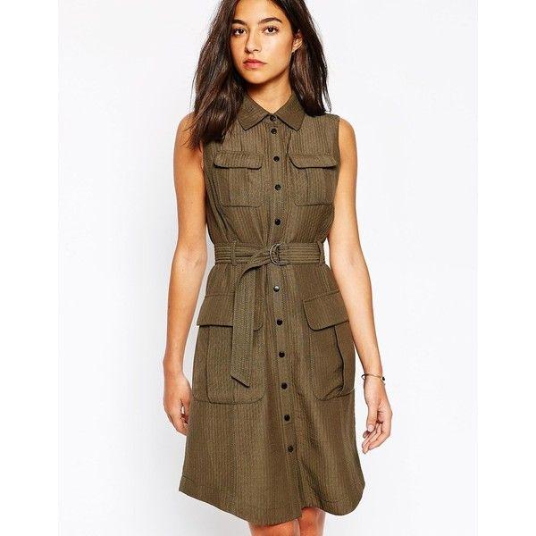 Темно-коричневый цвет платья