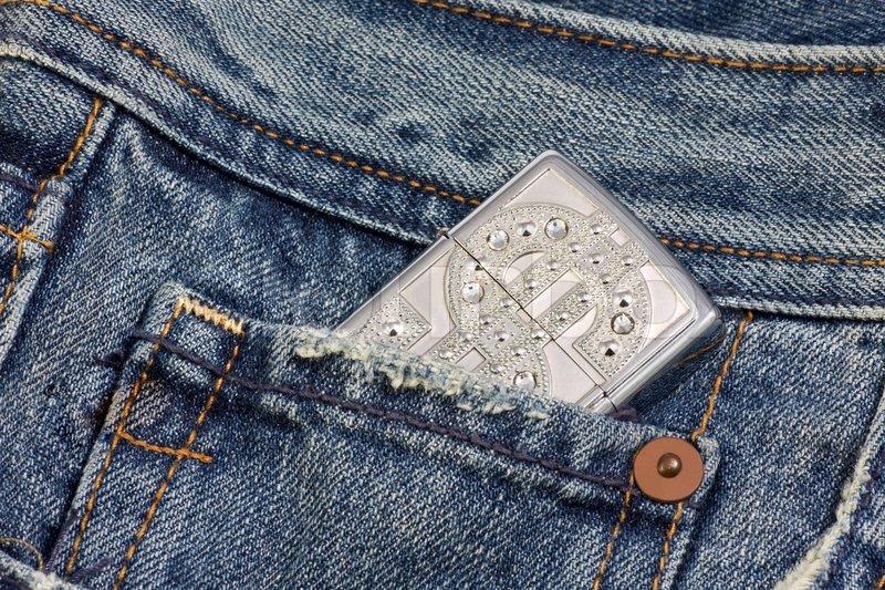 Зажигалка в джинсах