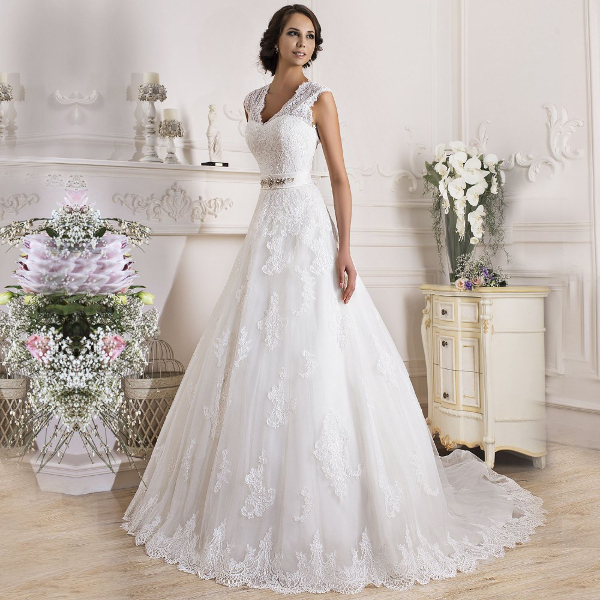 Белое свадебное платье формы А-линия