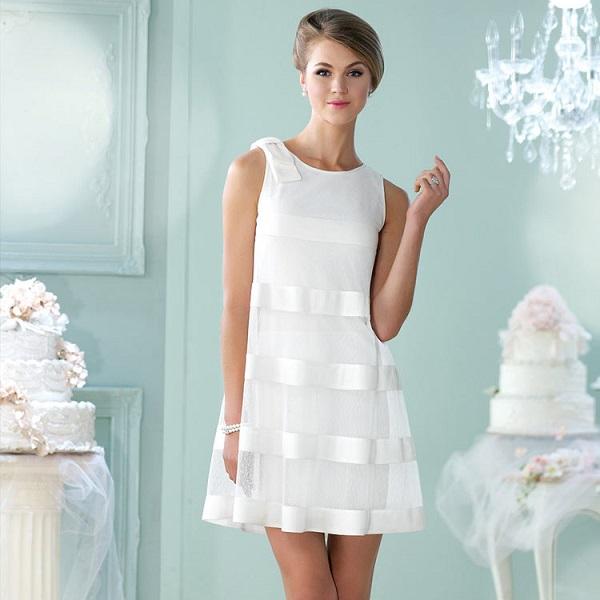 Недлинное платье для невесты с вставками