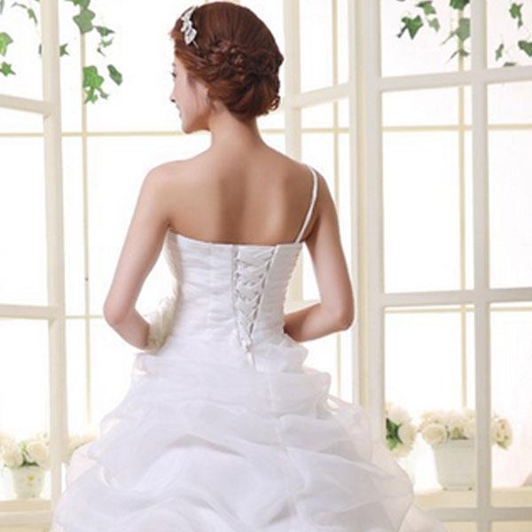 Почему стоит выбрать белое платье для свадьбы