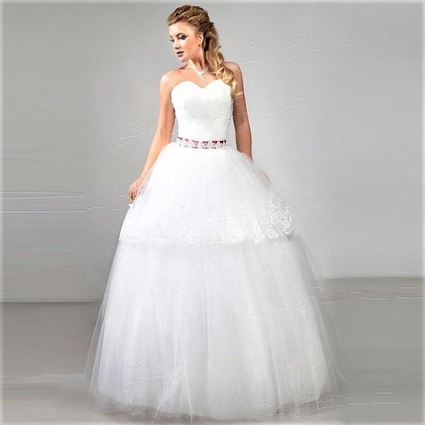 Свадебное шикарное пышное платье фасона Принцесса
