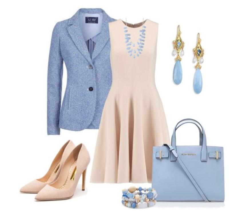 Бежевое платье с голубым