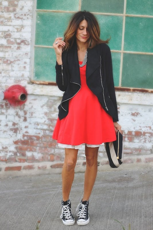 ab7b49ff46f Красное платье с кедами