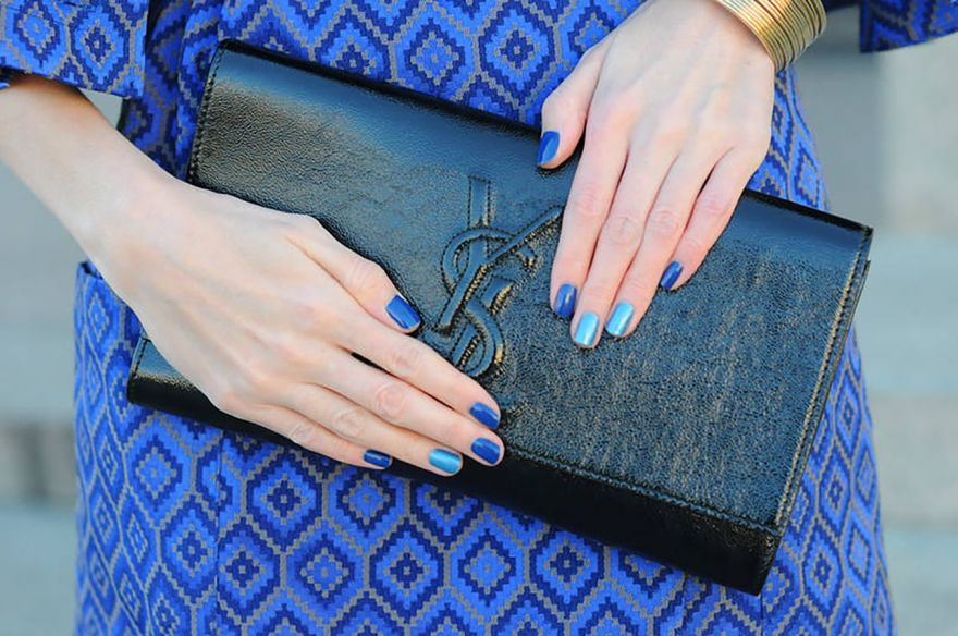 Цвет маникюра для синего платья