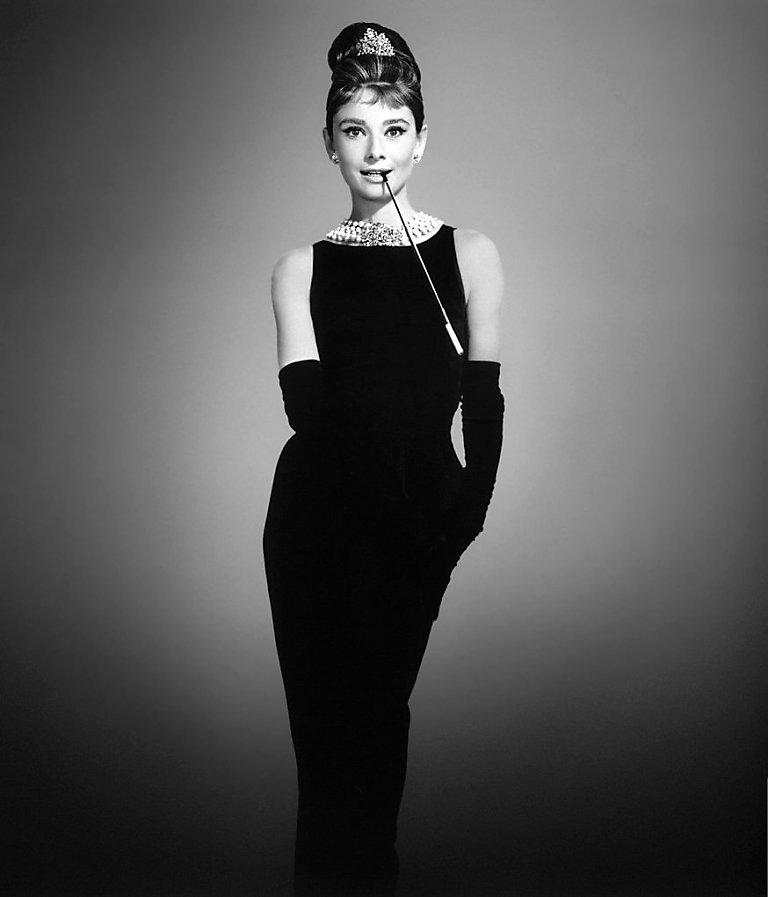 d253959453b5d84 Коко Шанель Первое маленькое черное платье Одри Хэпберн в модели от  Givenchy, созданной для «Завтрака у Тиффани» ...