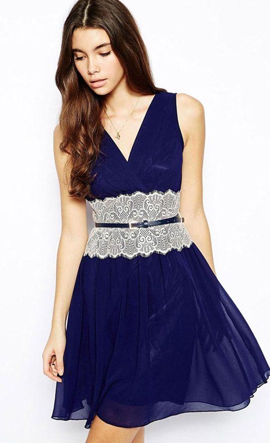 Платье, удлиненное кружевом на талии