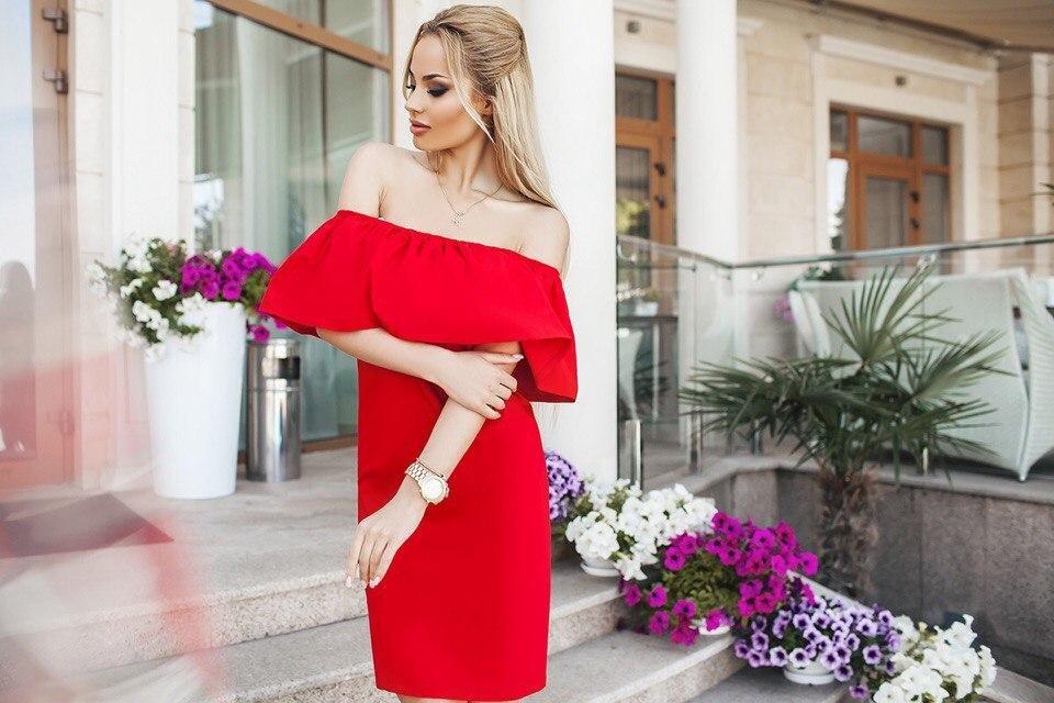 177250818047af1 Платье с открытыми плечами, особенности, популярные фасоны, правила ...