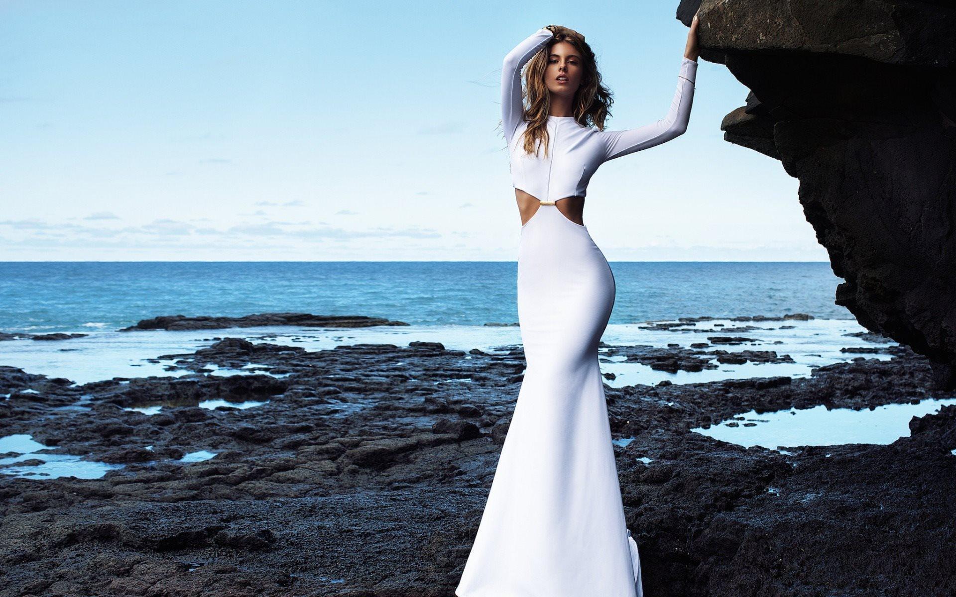 5d0104ab6dc Изюминкой образа может стать белое платье
