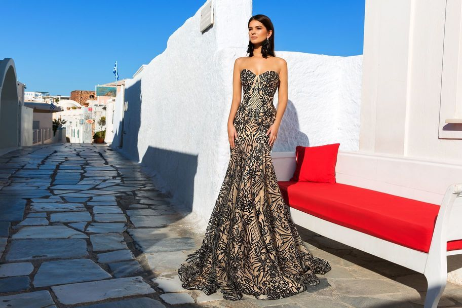 fbff511333ed188 Беспроигрышная комбинация для создания эффектного образа – это вечерние  платья с умело подобранными аксессуарами. Разнообразие нарядов велико, для  удачного ...