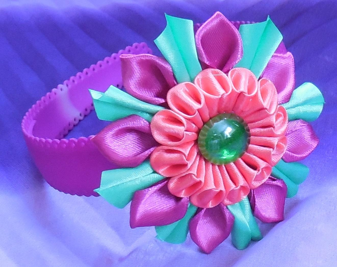 Объемные цветы из атласных лент канзаши