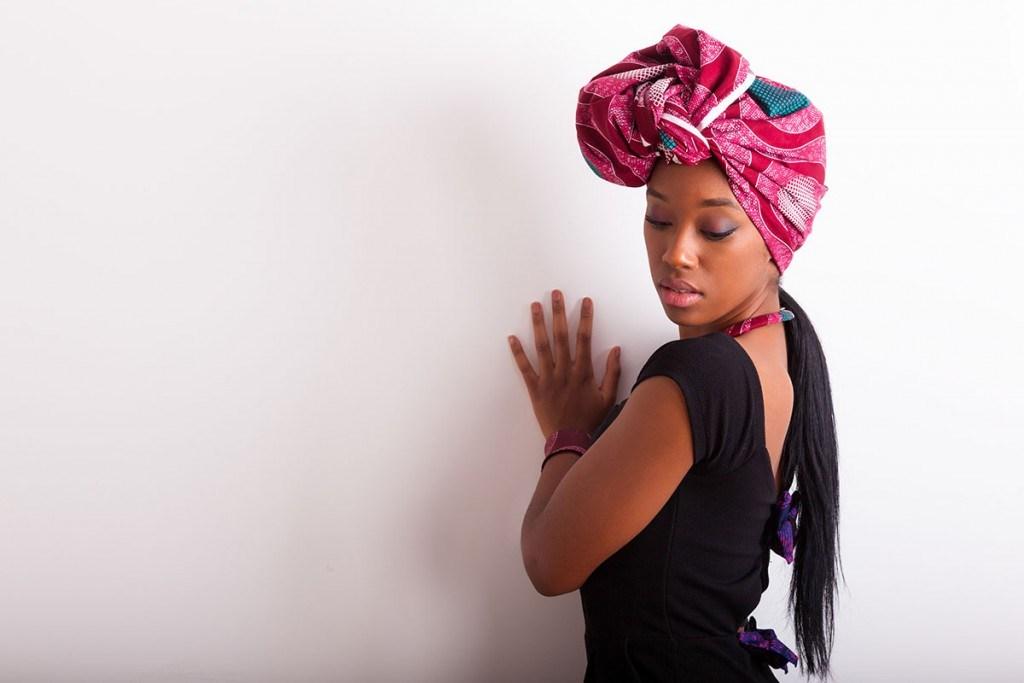 30a39dde7432 Как красиво завязать платок на голове, интересные и модные идеи