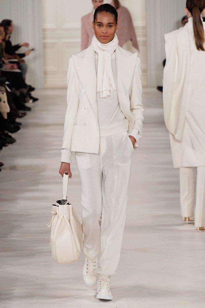 Белый пиджак зимой