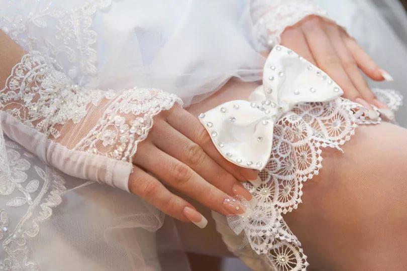 Для чего нужна подвязка невесте  традиции