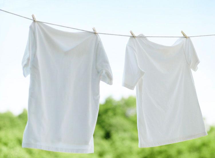 Как очистить белую футболку от пятен