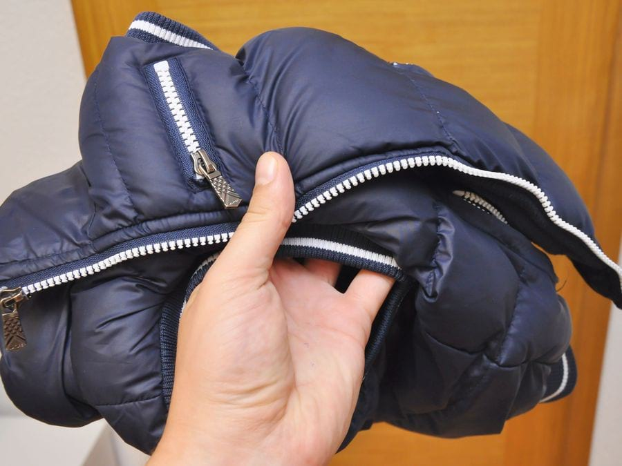 Как полностью убрать жирное пятно с куртки
